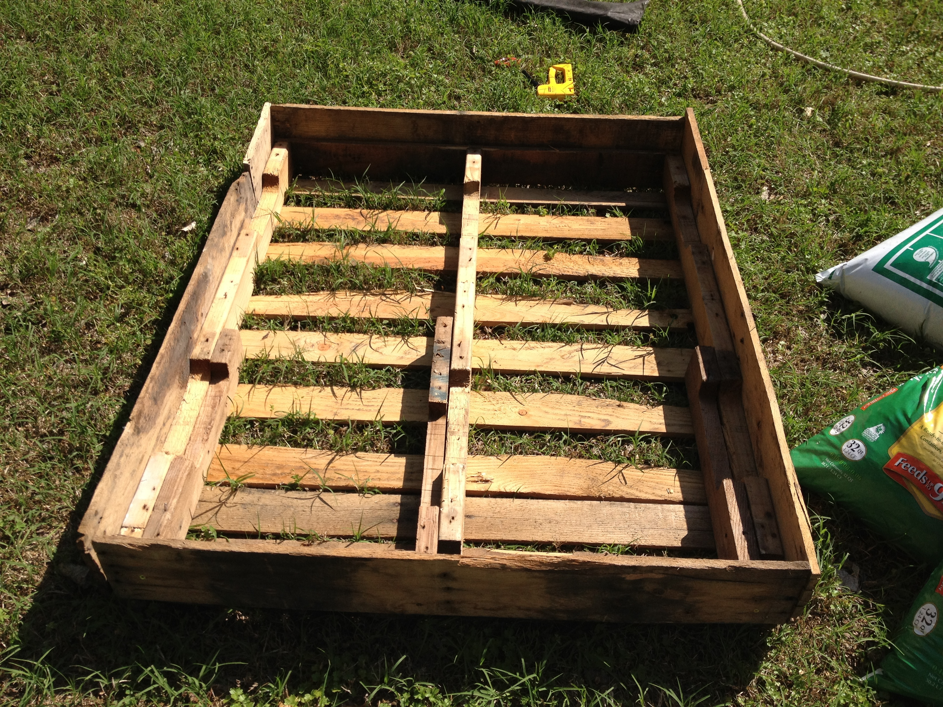 How to make a raised bed out of pallets this nomad for Garden wood designs